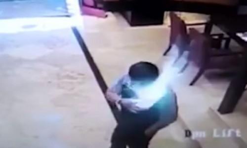 三星手机放口袋突爆炸起火印尼男遭灼伤